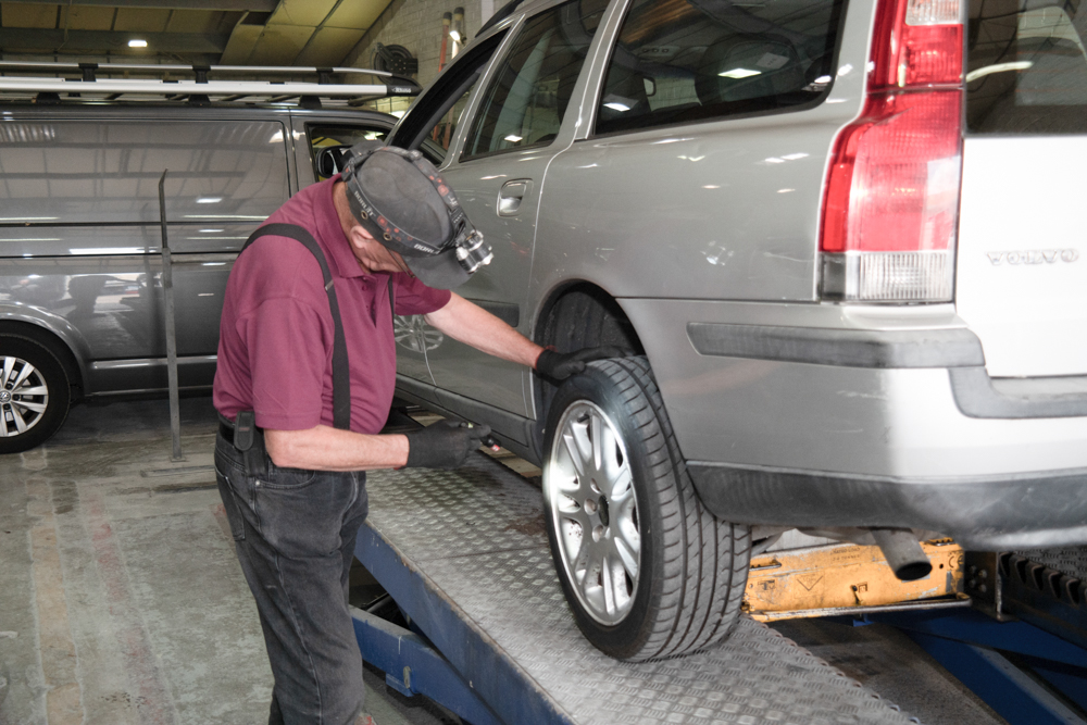 MOT inspection by Cliff from J N Smart Repair Services LTD, Croydon